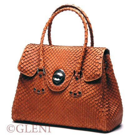 Elegant women's bag in anaconda with cognac tonality and golden accessories